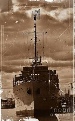 Poster featuring the photograph Hmas Castlemaine by Blair Stuart
