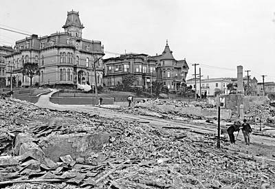 1906 Earthquake Damage At Franklin And Sacramento In San Francisco Poster