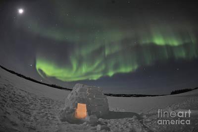 Aurora Borealis Over An Igloo On Walsh Poster