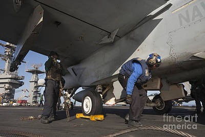 Airmen Chain Down An Fa-18e Super Poster
