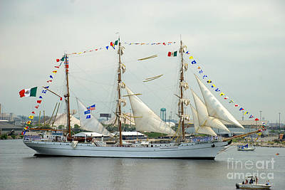 Arm Cuauhtemoc Passing By Fort Mchenry Poster
