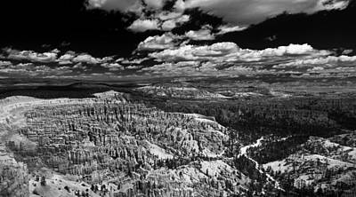 Bryce Canyon Ampitheater - Black And White Poster by Larry Carr