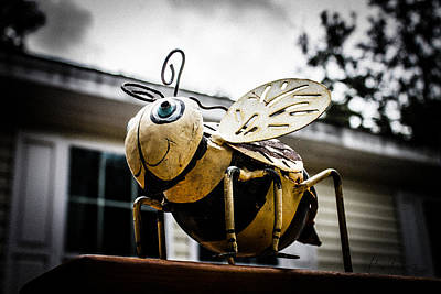 Bumble Bee Of Happiness Metal Statue Poster by Robin Lewis