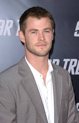 Chris Hemsworth At Arrivals For Los Poster