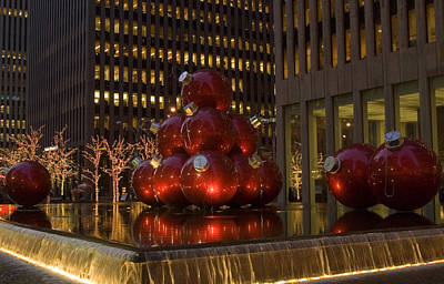 Christmas Ornaments Nyc Poster by Diane Lent