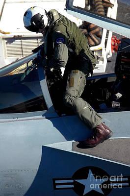 Commander Exits An Fa-18e Super Hornet Poster