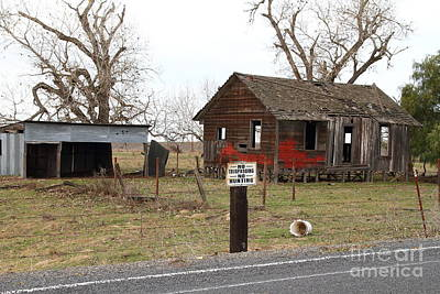 Dilapidated Old Farm House . No Trespassing . No Hunting . 7d10335 Poster