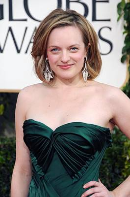 Elisabeth Moss At Arrivals For The Poster by Everett