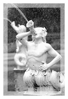 Forsyth Fountain - Black And White 1 Poster