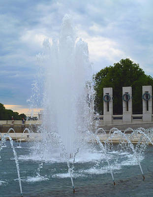 Fountain In D.c. Poster by Susi Stroud