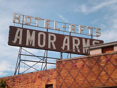 Hollywood Amor Arms Poster