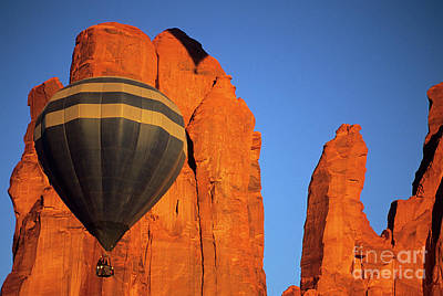 Hot Air Balloon Monument Valley 1 Poster