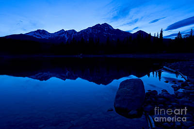 Jasper - Patricia Lake And Pyramid Mountain At Dusk Poster by Terry Elniski