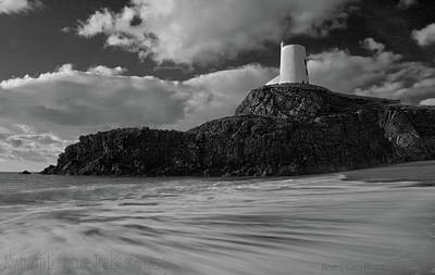 Poster featuring the photograph Niwbwrch Lighthouse by Beverly Cash