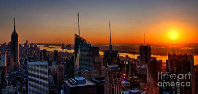 Nyc Sunset Poster by Susan Candelario
