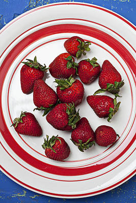 Plate Of Strawberries Poster by Garry Gay
