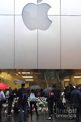 Rip Steve Jobs . October 5 2011 . San Francisco Apple Store Memorial 7dimg8567 Poster