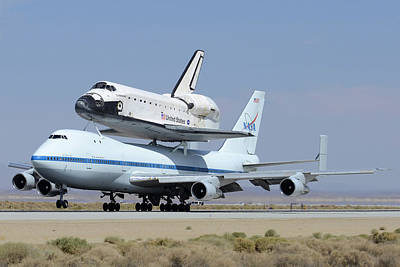 Space Shuttle Endeavour Landing At Edwards Afb September 20 2012 Poster by Brian Lockett