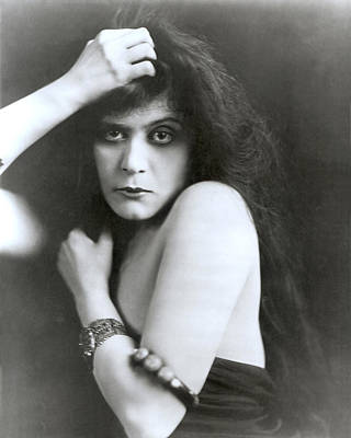 Theda Bara In Sin, 1915 Poster by Everett