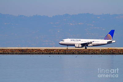United Airlines Jet Airplane At San Francisco International Airport Sfo . 7d11998 Poster