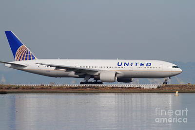 United Airlines Jet Airplane At San Francisco International Airport Sfo . 7d12079 Poster