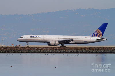 United Airlines Jet Airplane At San Francisco International Airport Sfo . 7d12129 Poster