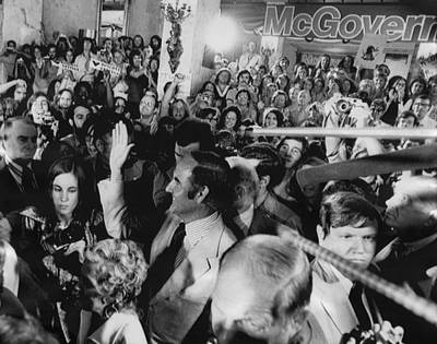 Us Elections. Center, Waving George Poster