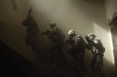 Us Soldiers Clear A Staircase Poster by Everett