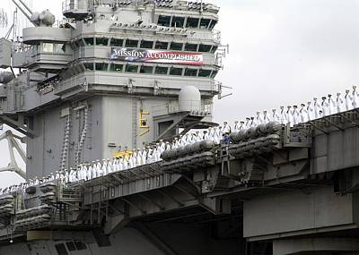 Uss Abraham Lincoln Arrives At San Poster by Everett