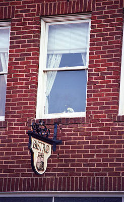 Jonesborough Tennessee - Window Over The Shop Poster by Frank Romeo