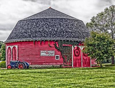 The Round Barn Poster by L O C