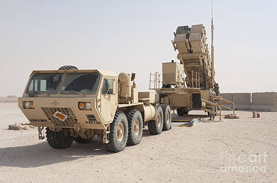 U.s. Army Soldiers Power-up A Mim-104 Poster