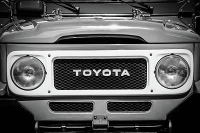 1982 Toyota Fj43 Land Cruiser Grille Emblem -0522bw Poster