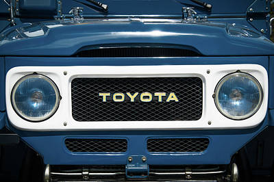 1982 Toyota Fj43 Land Cruiser Grille Emblem -0522c Poster