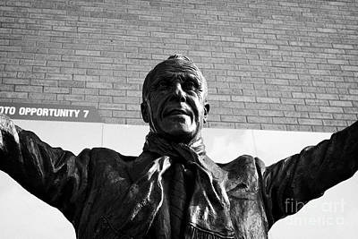 Bill Shankly Statue At Liverpool Fc Anfield Stadium Liverpool Merseyside Uk Poster