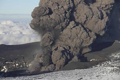 Ash Cloud Eruption On Eyjafjatlajökull Poster by Richard Roscoe