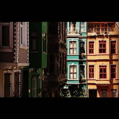 #balat #istanbul #eskibinalar #renkli Poster