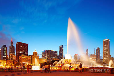 Buckingham Fountain And Downtown Chicago Skyline At Twilight - Grant Park Chicago Illinois Poster by Silvio Ligutti