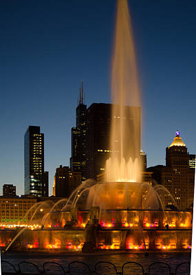 Night Time At Buckingham Fountain Poster