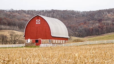 Poster featuring the photograph Buffalo County Barn by Dan Traun
