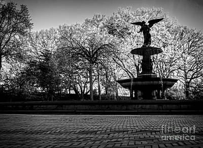 Central Park's Bethesda Fountain - Bw Poster