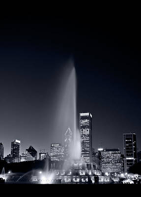 Chicagos Buckingham Fountain Bl And W Portrait Poster by Steve Gadomski