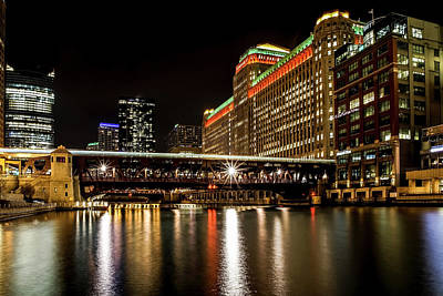 Chicago's Merchandise Mart At Night Poster