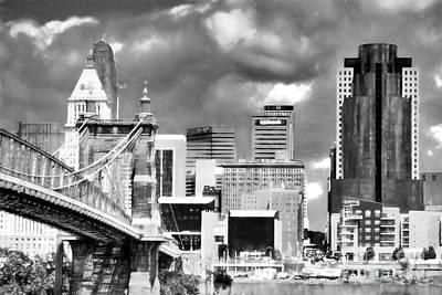 Cincinnati Skyline In Black And White Poster