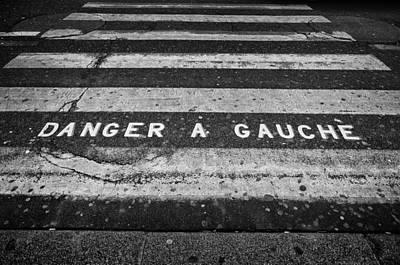 Danger A Gauche Poster by Pablo Lopez
