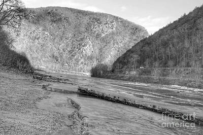 Delaware Water Gap In Winter Poster