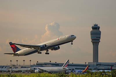 Delta Airlines Boeing 767 432 Er Hartsfield Jackson Atlanta International Airport Art Poster