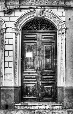 Doors Of Cuba Green Door Bw Poster