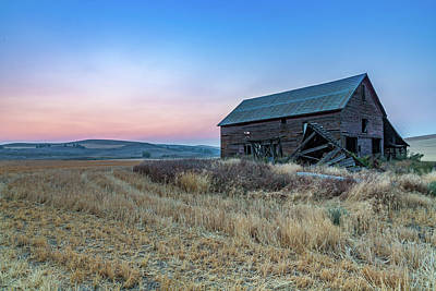 Dusk Setting On A Palouse Barn Poster