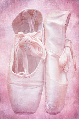En Pointe Poster by Iryna Goodall